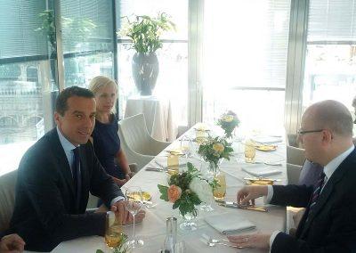 Bundeskanzler Kern und Premierminister Sobotka hoch über Wien